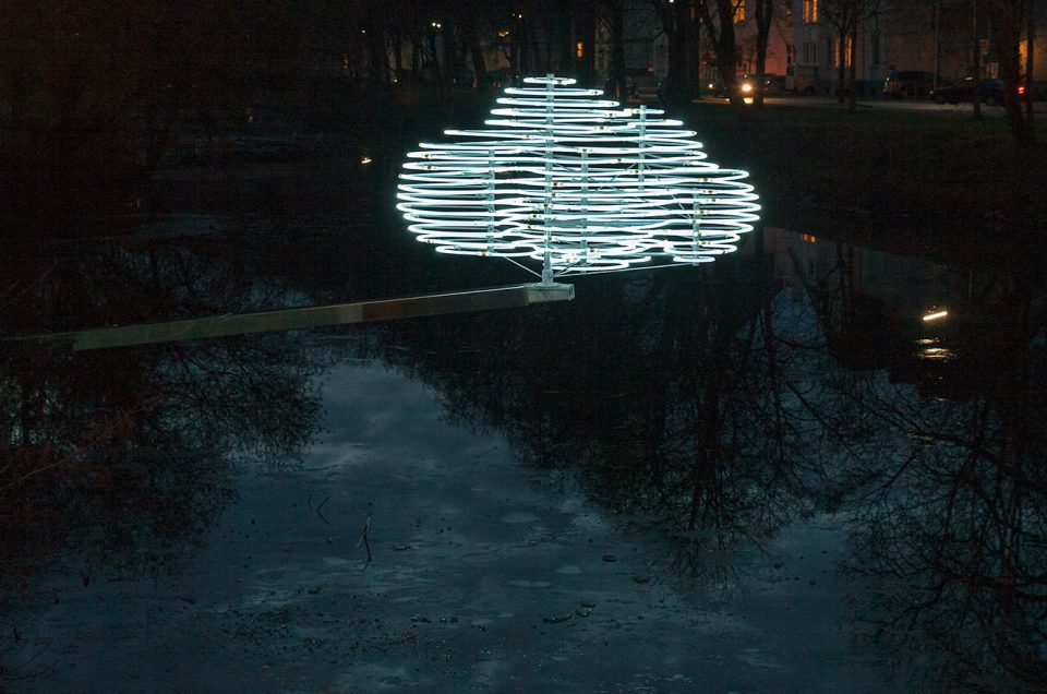 PLEXIGLAS® LED Stäbe als Material zeitgenössischer Lichtkunst